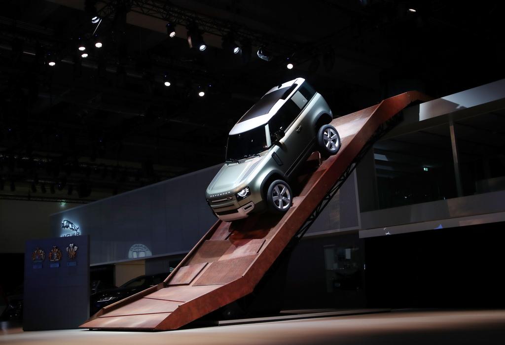 <p>Jaguar Land Rover Defender 90</p>