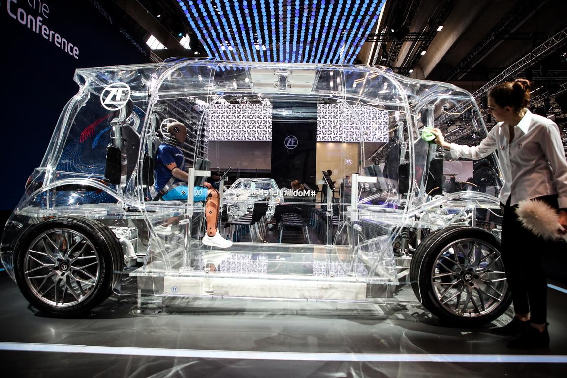 """<p><span style=""""color:#ff8c00;"""">Всичко за автомобилния бизнес на международното автомобилно изложение IAA 2019 във Франкфурт. От 12 до 22 септември посетителите и търговци ще се срещнат с най-горещите марки, доставчици и новодошлите в автомобилната индустрия, доставчици на най-новите услуги за мобилност, иновативни технологични компании и модерни стартиращи фирми от цял свят.</span></p>"""