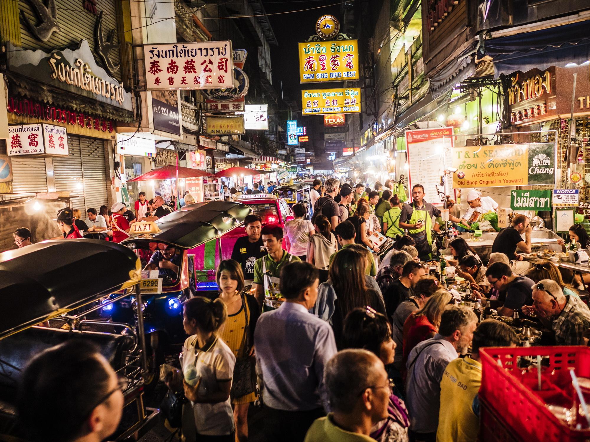 <p><strong>Банкок</strong></p>  <p>Столицата на Тайланд радва във всякакъв смисъл, от красивите храмове до незабравимите крайпътни заведения, така че е логично и нощният живот да не е&nbsp; еднообразен</p>
