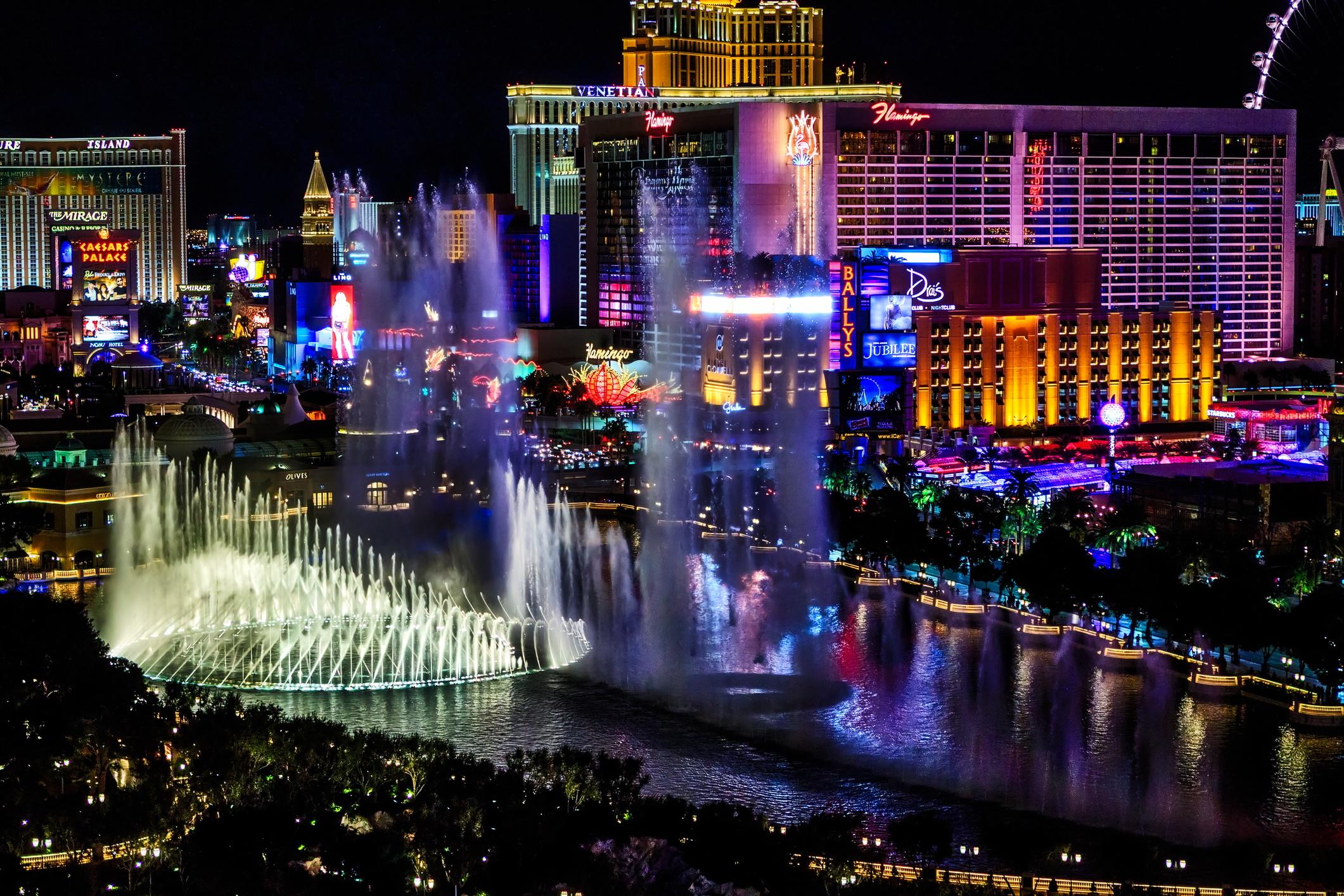 <p><strong>Лас Вегас</strong></p>  <p>Ако в света има град, чието име е синоним на парти, това е Лас Вегас. Малко места по света могат да се похвалят с ресторанти, развлечения и нощни клубове от световна класа на толкова малко разстояние един от друг.</p>