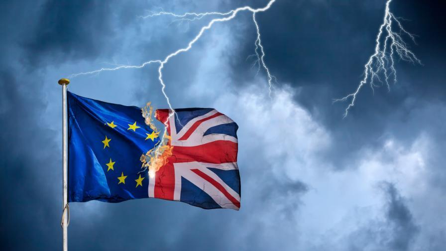 Кралица Елизабет II подписа проектозакона за Брекзит