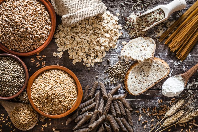 <p>Пълнозърнестите закуски естествено притежават ниско съдържание на мазнини и високо &ndash; на фибри. Изследвания доказват, че хората, които редовно ги консумират имат по-малко мастна тъкан. Това ги прави чудесен избор при спазване на хранителен режим.</p>  <p>&nbsp;</p>