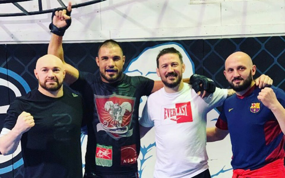 Треньорът на Макгрегър в ъгъла на Георги Валентинов в Grand Fight Arena 3