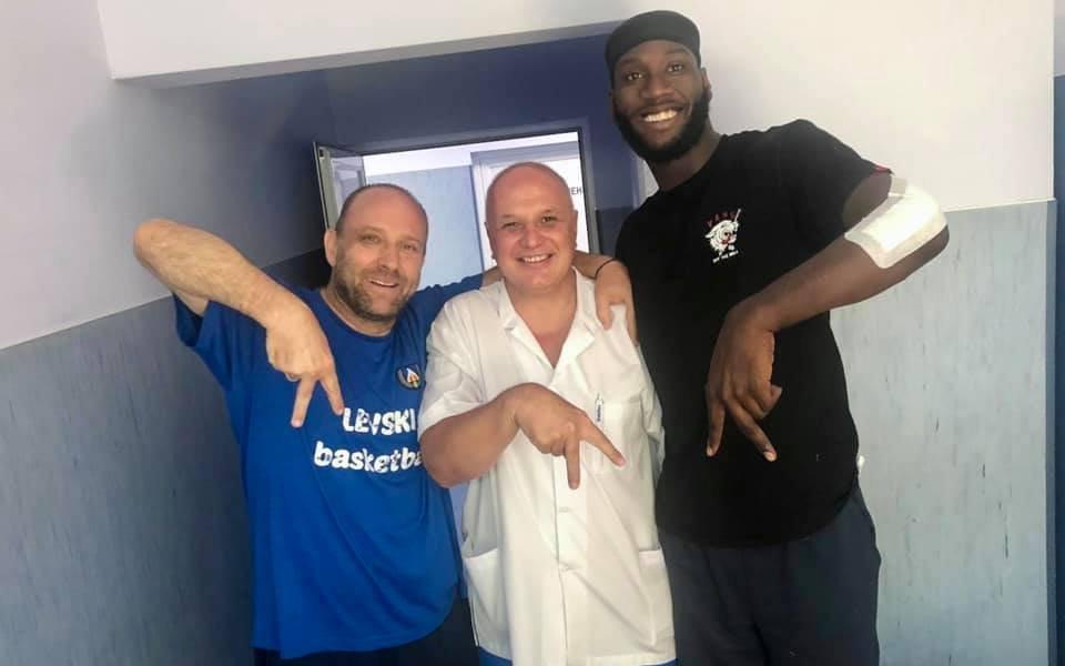 Играч на Левски Лукойл с успешна операция