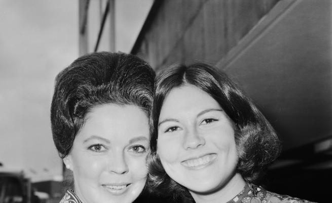 Шърли Темпъл с дъщеря си Сюзън (вдясно), 1971 г.