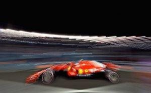 Фетел счупи каръка, а Ферари пoлетя и в Сингапур за първа двойна победа