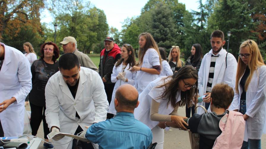 Всяка година студентите от Българската фармацевтична студентска асоциация организират здравно изложение в столицата по случай Световния ден на фармацевтите в партньорство с Регионална фармацевтична колегия София-столична