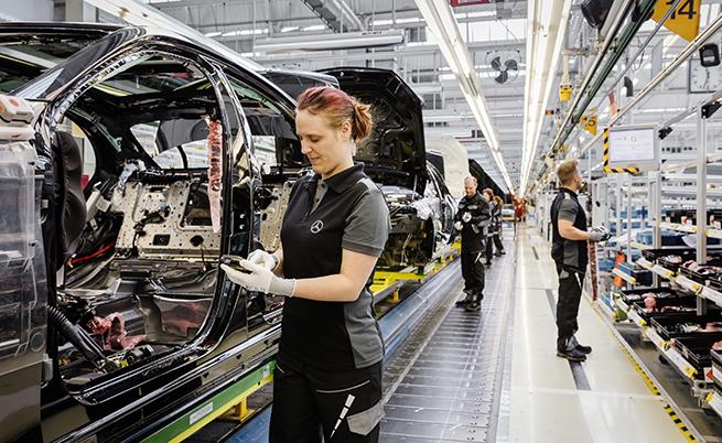 На поточната линия на S-Class работят 2100 човека, 30% от които са жени.
