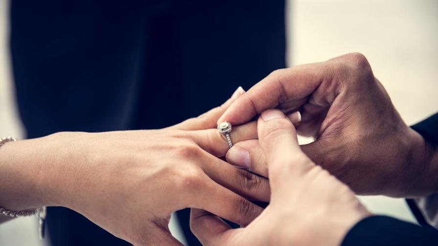 <p><strong>Диамантеният пръстен</strong> на една бъдеща знатна булка (СНИМКИ)</p>