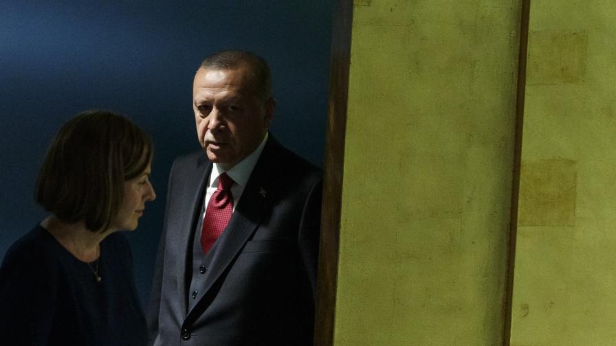 Турция с план да настани един милион бежанци в Североизточна Сирия