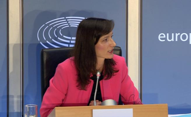3 часа изслушваха Мария Габриел, започна на български