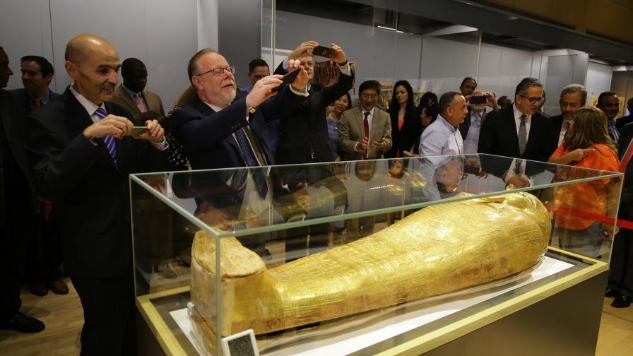 САЩ върнаха на Египет откраднат древен саркофаг