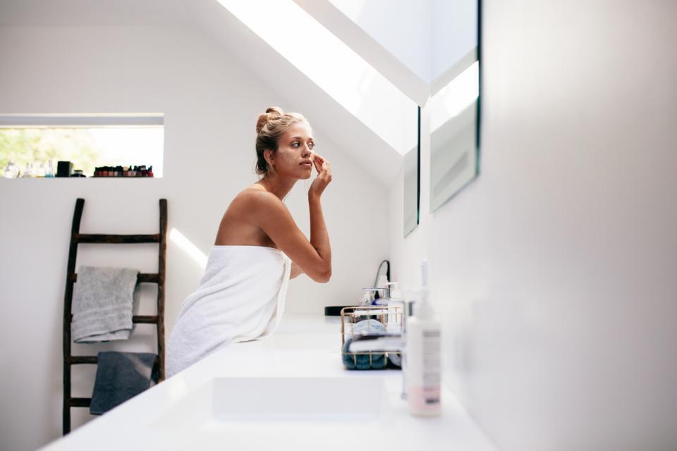 жена кожа баня