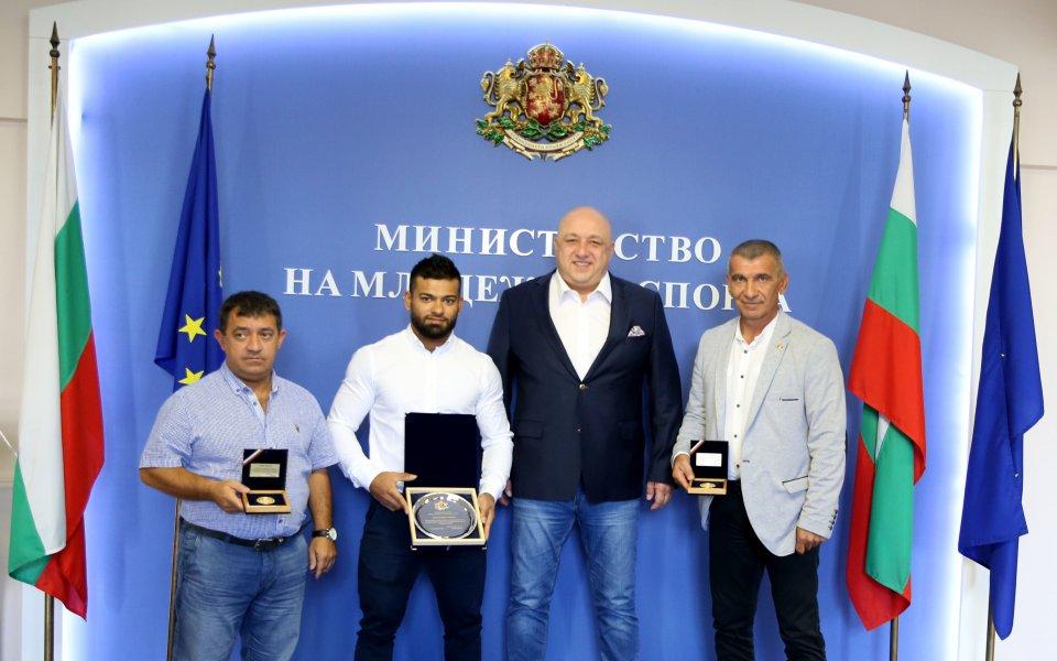 Министър Кралев награди медалист от световно първенство