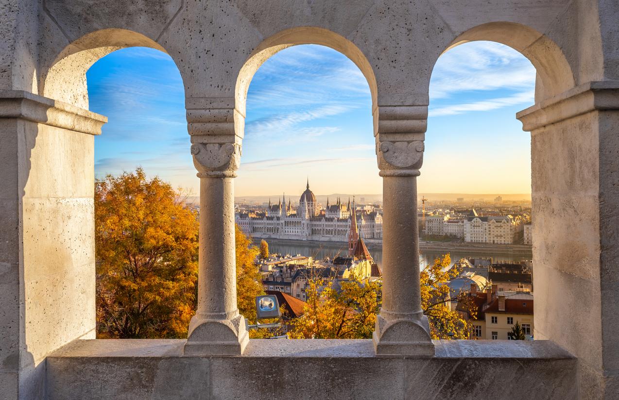 """<p align=""""center""""><strong>ВОДОЛЕЙ &ndash; Будапеща, Унгария</strong></p>  <p>Привличат ви непознатите и чудати места. Да, Будапеща не е изолиран от света самотен остров, но е едно от най-интригуващите кътчета в Европа</p>"""