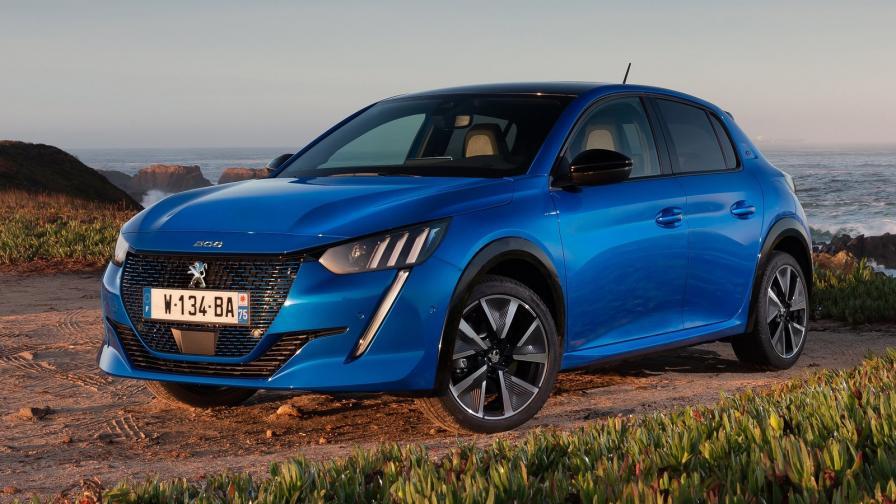 Неочаквано висок интерес към електрическото Peugeot e-208