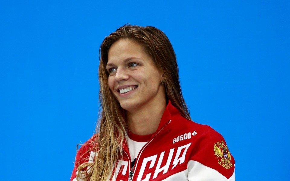 Руската звезда в плуването Юлия Ефимова определено знае как да