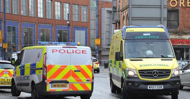 Свят Атака в мол в Манчестър, има ранени Офицерите от