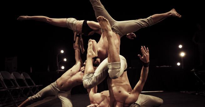 Любопитно Зрелищна акробатика и протест срещу безразличието за финала на