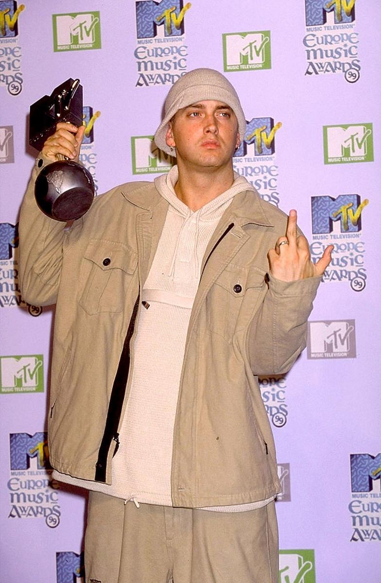 <p>Еминем е един от най-успешните рапъри в историята на музиката. Той има награди на Mtv, &quot;Грами&quot; и дори &quot;Оскар&quot;.</p>