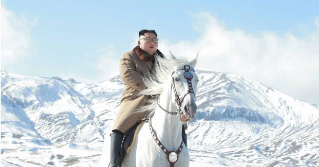 Снимка: Ким Чен-ун на бял кон в свещена планина, съзряха символика