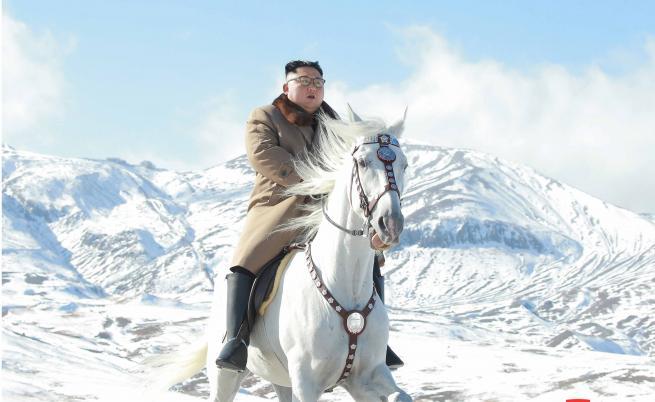 Ким Чен-ун на бял кон в свещена планина, съзряха символика