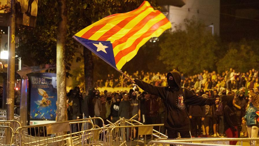 Сблъсъци в Каталуния, десетки ранени...