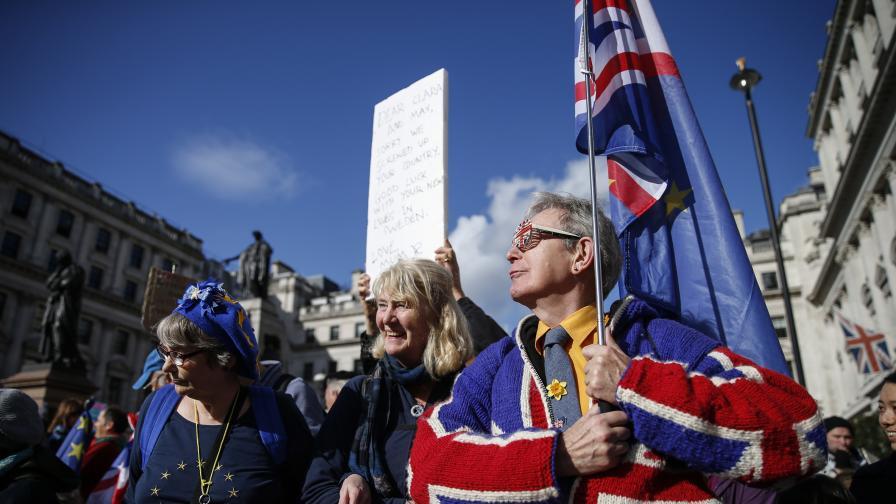 ЕС удължи Брекзит официално още