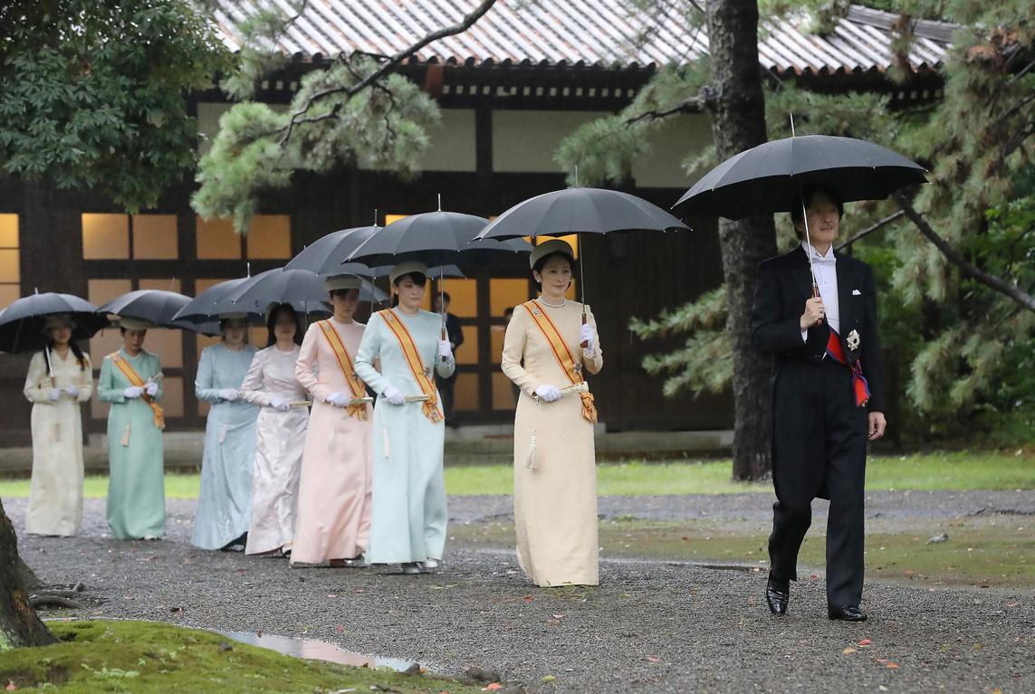 <p>Церемонията по провъзгласяването на императора е една от централните в цикъла, свързан с възкачването му на престола. Церемонията се проведе в присъствието на 2 000 гости, от които 400 бяха ръководители и представители на чужди държави.</p>