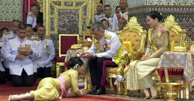 Любопитно Как втората съпруга на тайландския крал изпадна в немилост