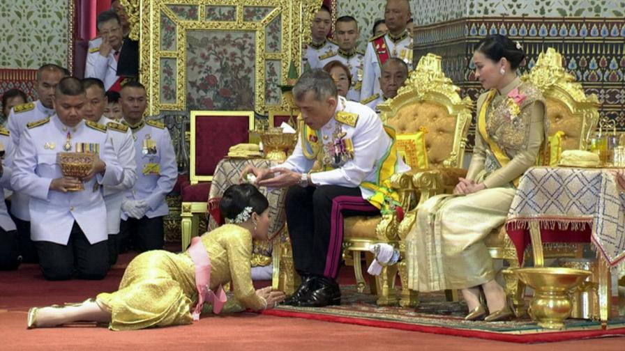 <p>Как втората съпруга на тайландския крал <strong>изпадна в немилост</strong></p>