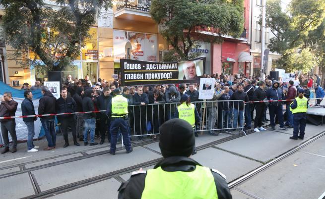 ВСС слуша Гешев, сигнал за бомба, блокади и протести