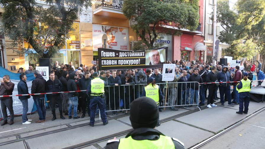 <p>ВСС слуша Гешев, протест блокира &bdquo;Орлов мост&rdquo;</p>