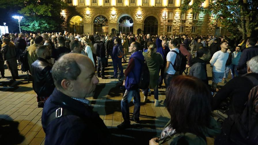 Протестът срещу Иван Гешев пред президентството