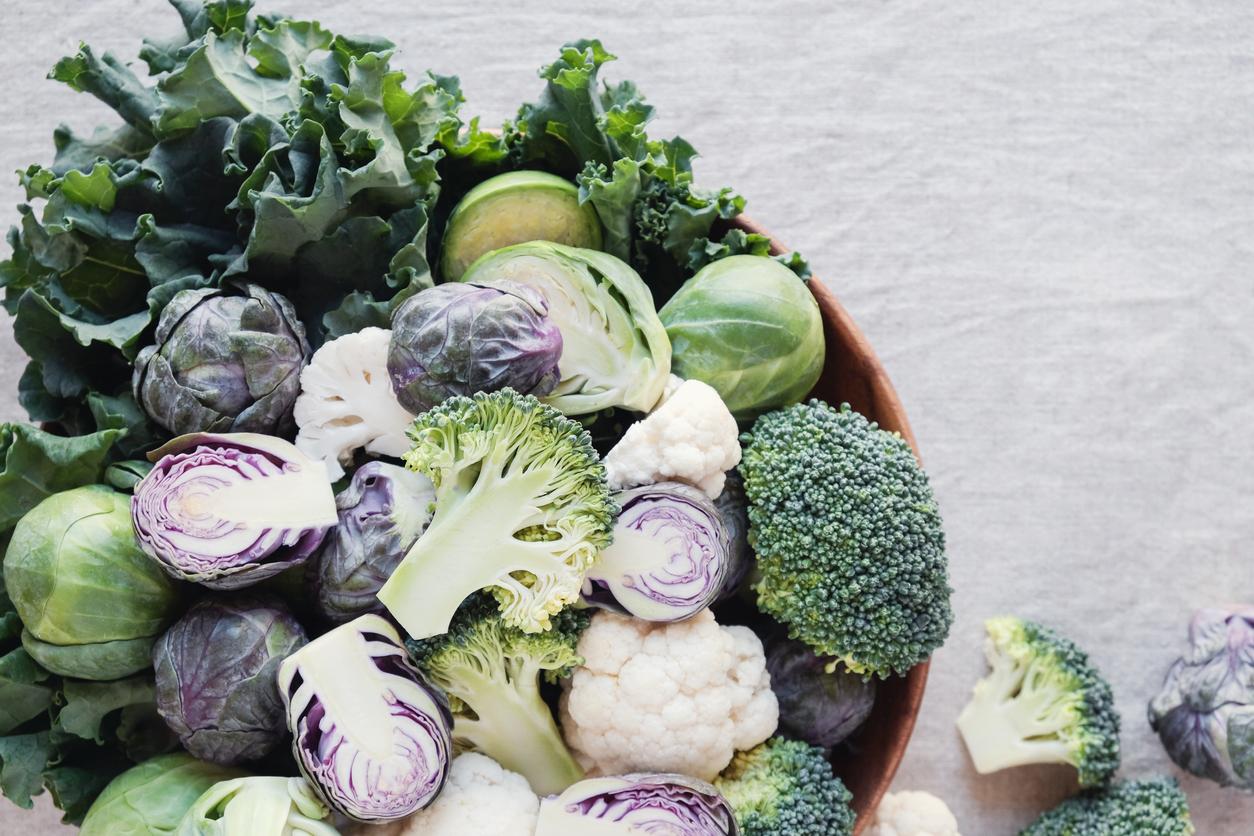 <p><strong>Броколи, карфиол и зеле</strong></p>  <p>Зеленчуци от рода на карфиола и зелето са изключително полезни. Освен това те имат високо съдържание на полифеноли, които отговарят за лекуването на възпаления в храносмилателната система. Не ги гответе продължително, за да запазите полезните им свойства.</p>
