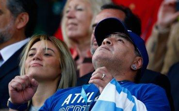 Диего Марадона продължи договора си с Химнасия