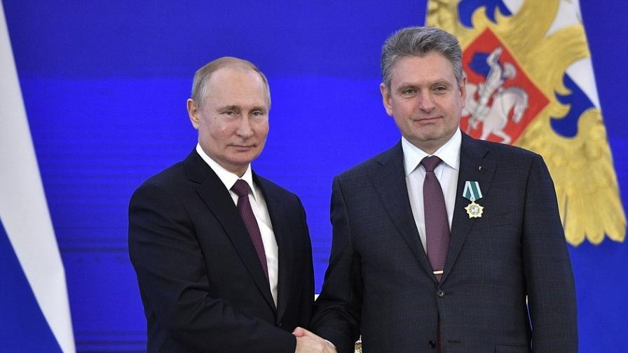 Руският президент Владимир Путин и Николай Малинов по време на награждаването