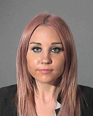<p><strong>Аманда Байнс</strong></p>  <p>Актрисата прекарва едно денонощие зад решетките през 2012 г., след като е хваната да шофира под влиянието на различни субстанции.</p>