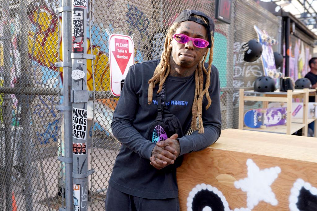 <p><strong>Лил Уейн</strong></p>  <p>Рапърът получава присъда от осем месеца заради това, че на автобуса, с който прави своето турне, са намерени незаконни оръжия и марихуана.</p>