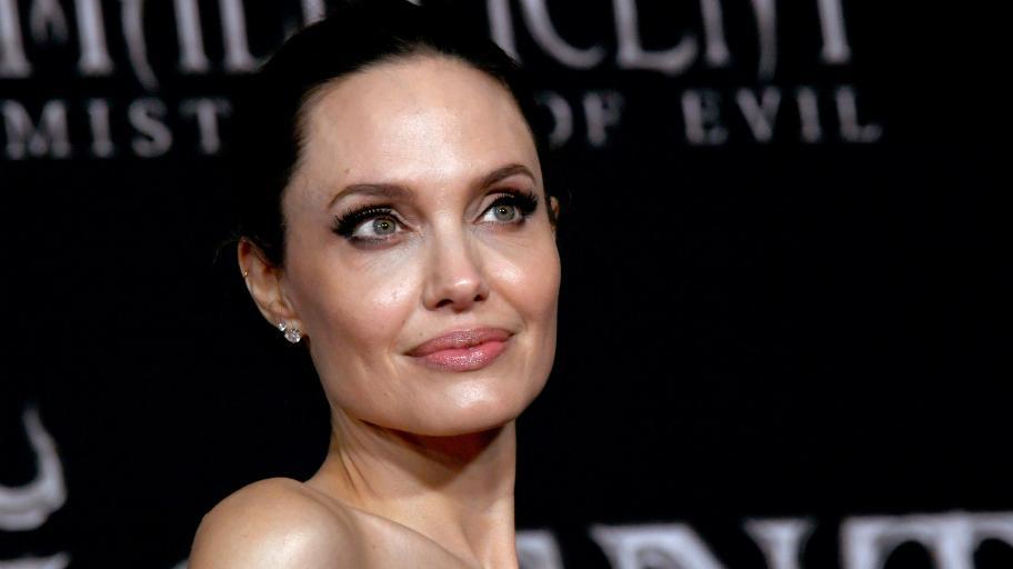 Какво е да си под карантина с шест деца: Анджелина Джоли разказва
