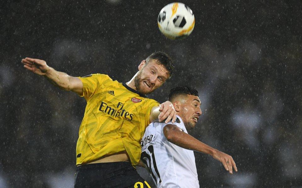 Арсенал пак изпусна преднина, за малко да загуби в Португалия