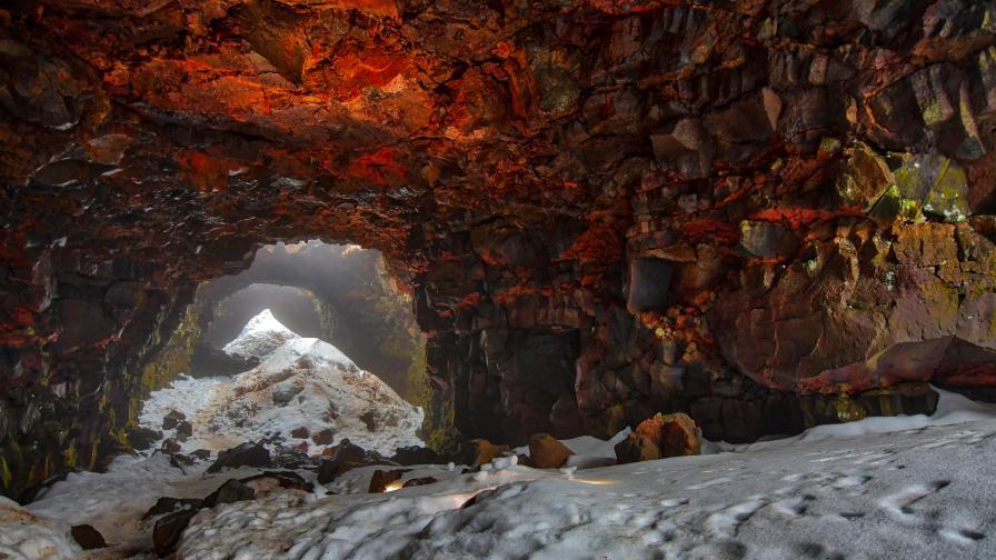 Лавова тръба в Исландия