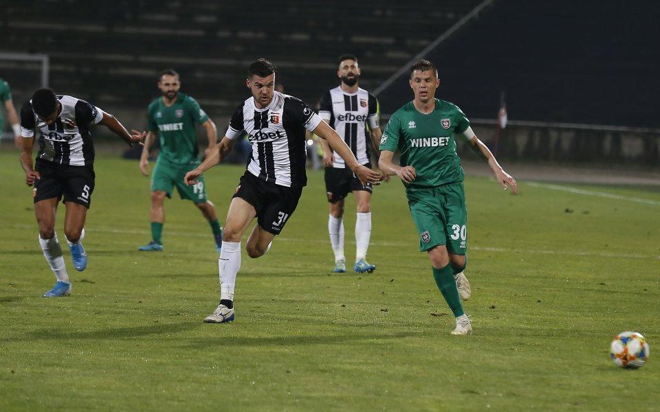 Отборът на Локомотив Пловдив приема Ботев Враца в двубой от