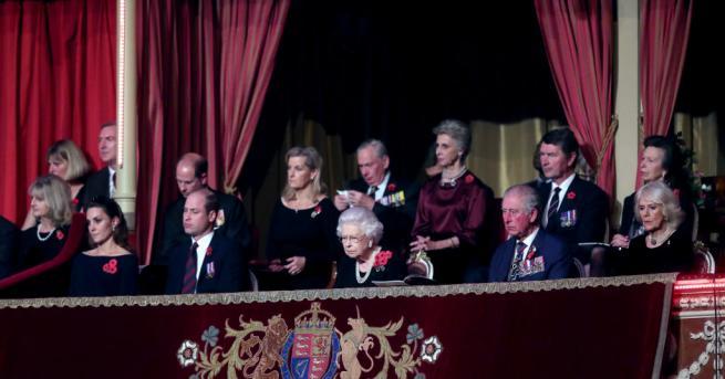 В събота вечер кралското семейство се събра в пълен състав