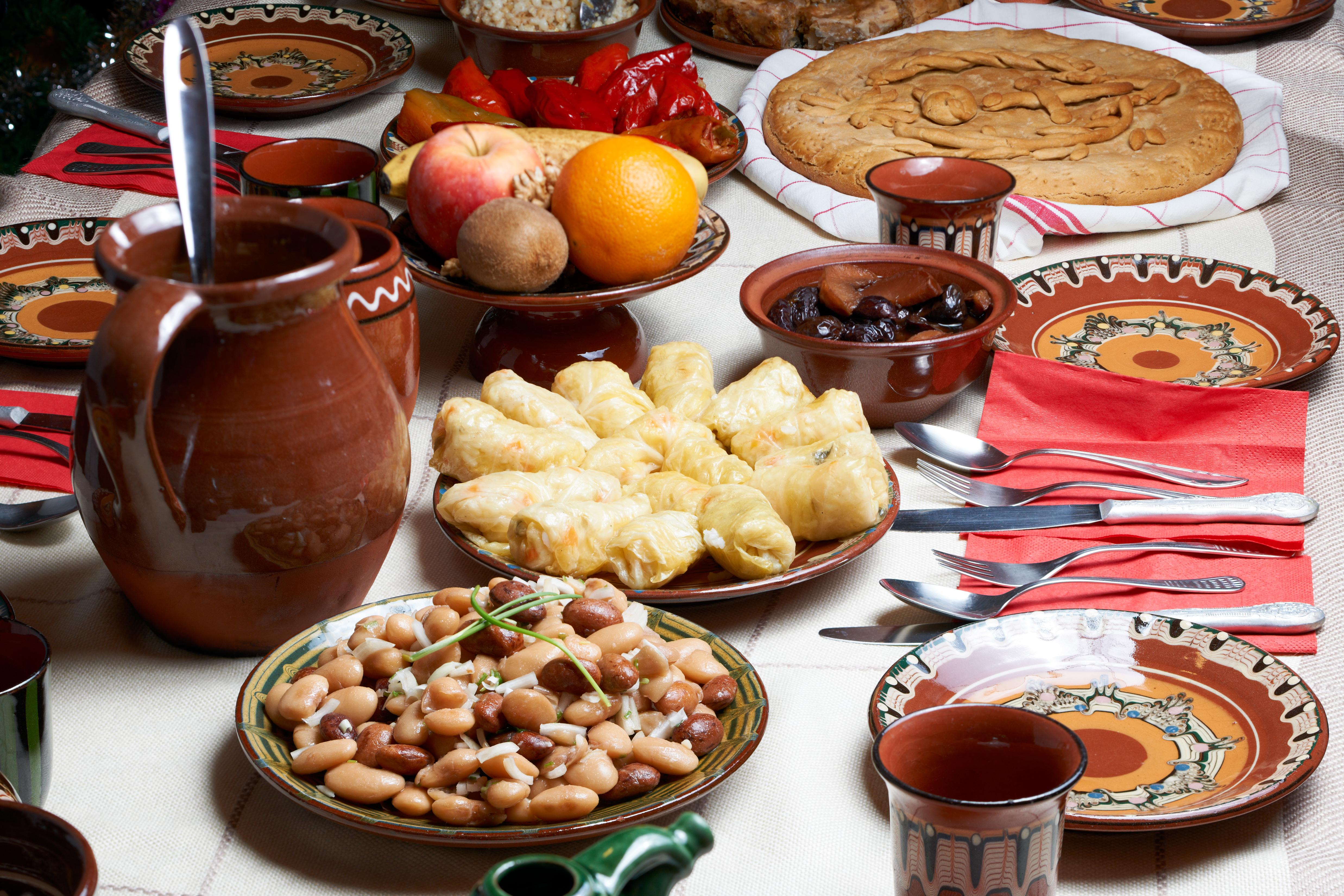 <p>От началото на Коледните пости до празника Въведение Богородично, който се отбелязва на 21 ноември, са забранени венчавките. 40-дневният Рождественски пост често е наричан още &bdquo;Четиридесетница на апостол Филип&rdquo;, тъй като се празнува веднага след Деня на апостол Филип - на 14 ноември.</p>