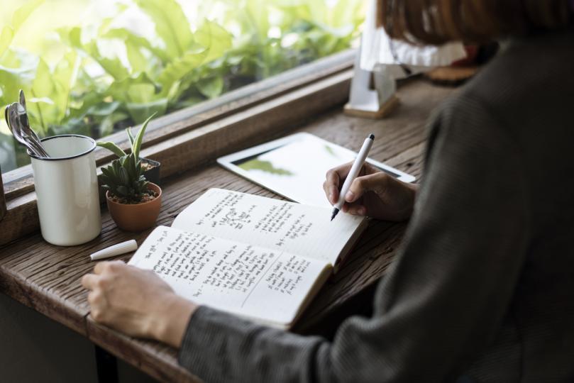 <p>Ако се вслушваме във&nbsp;<strong>вътрешния си глас</strong>&nbsp;по 20 минути на ден и си водим записки, никога няма да страдаме от липса творчески на идеи.</p>