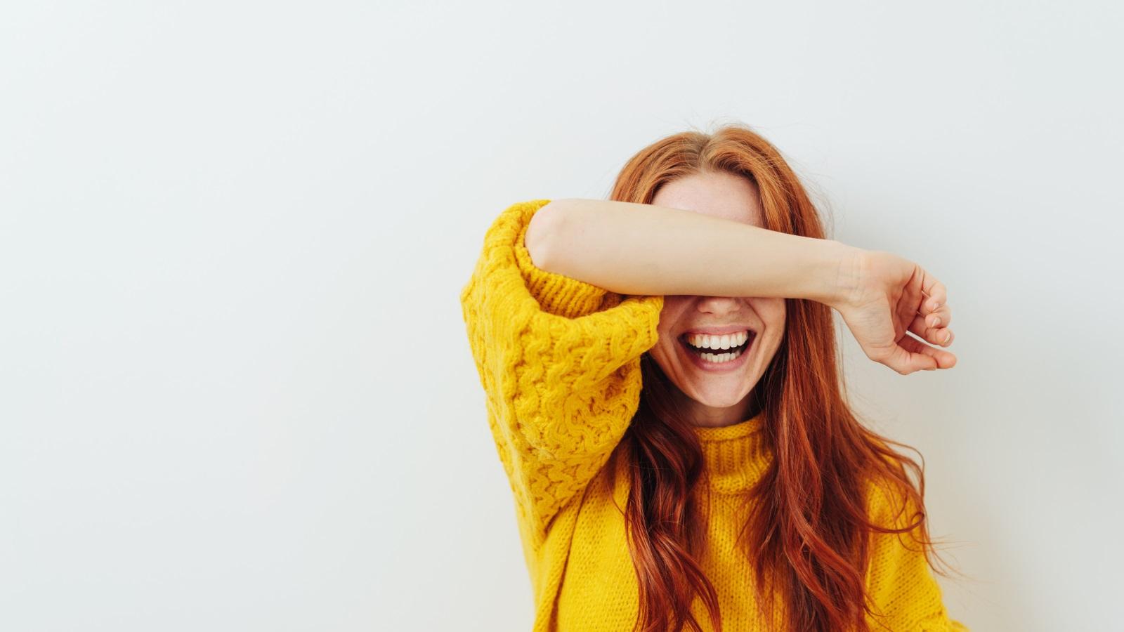 <p><strong>Смейте се</strong></p>  <p>Смехът е здраве, както всички знаем. Според проучване смехът, който сковава коремът ни засилва метаболизма с 10 до 20%, което означава изгаряне на 40 до 170 калории за всеки 10-15 минути смях.</p>