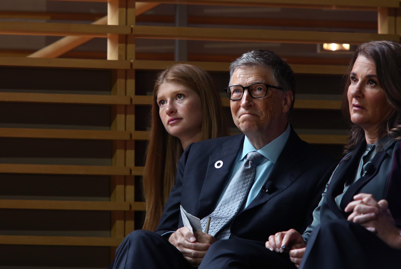 <p><strong>Бил Гейтс</strong></p>  <p>Основателят на Майкрософт, както и съпругата му Мелинда, също няма да дадат милиардите си на своите деца. Според Гейтс, ако остави милиони на децата си, това няма да бъде в тяхна полза. Вместо това двойката дарява голяма част от богатството си на различни благотворителни организации по света, както и на собствената им фондация (The Bill &amp; Melinda Gates Foundation).</p>