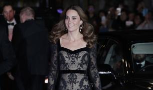 Кейт с впечатляваща вечерна рокля (СНИМКИ)