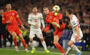 НА ЖИВО: Важните за България двубои, Уелс - Унгария 2:0 и Словакия - Азербайджан 2:0